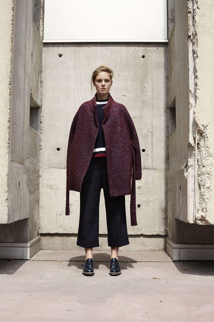 Короткое пальто с воротником стойкой