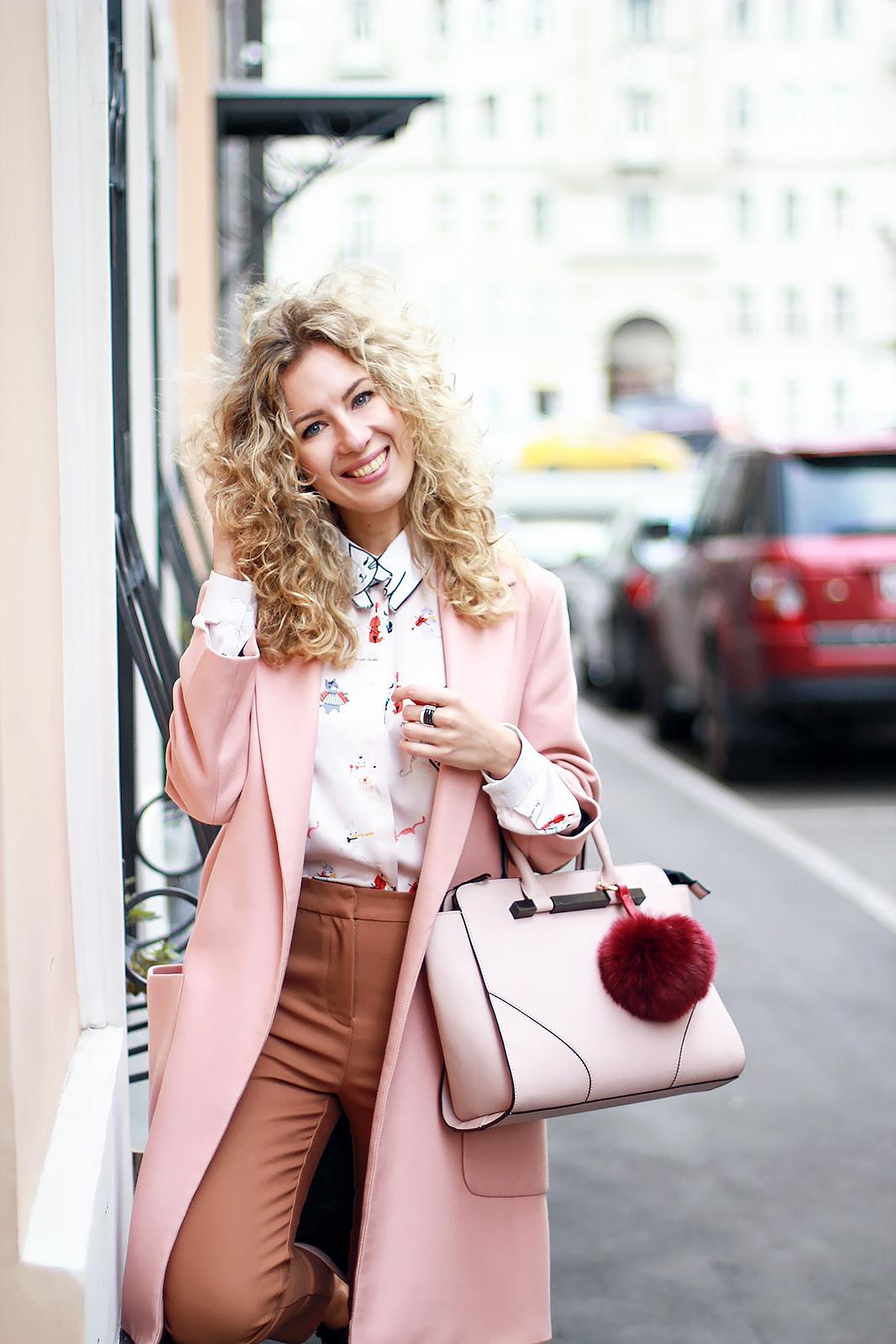 Светлое розовое пальто