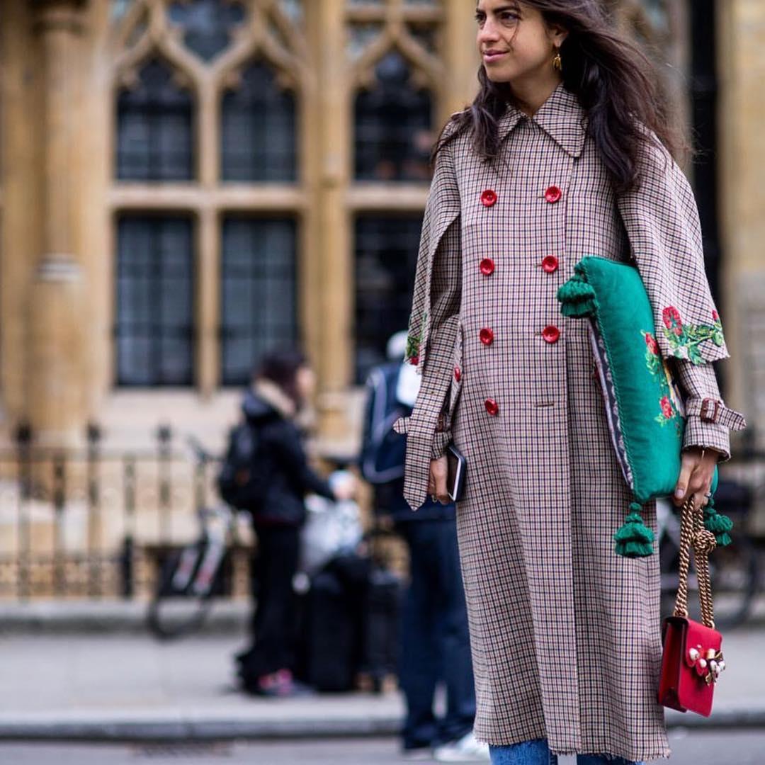 Пальто с треугольным воротником