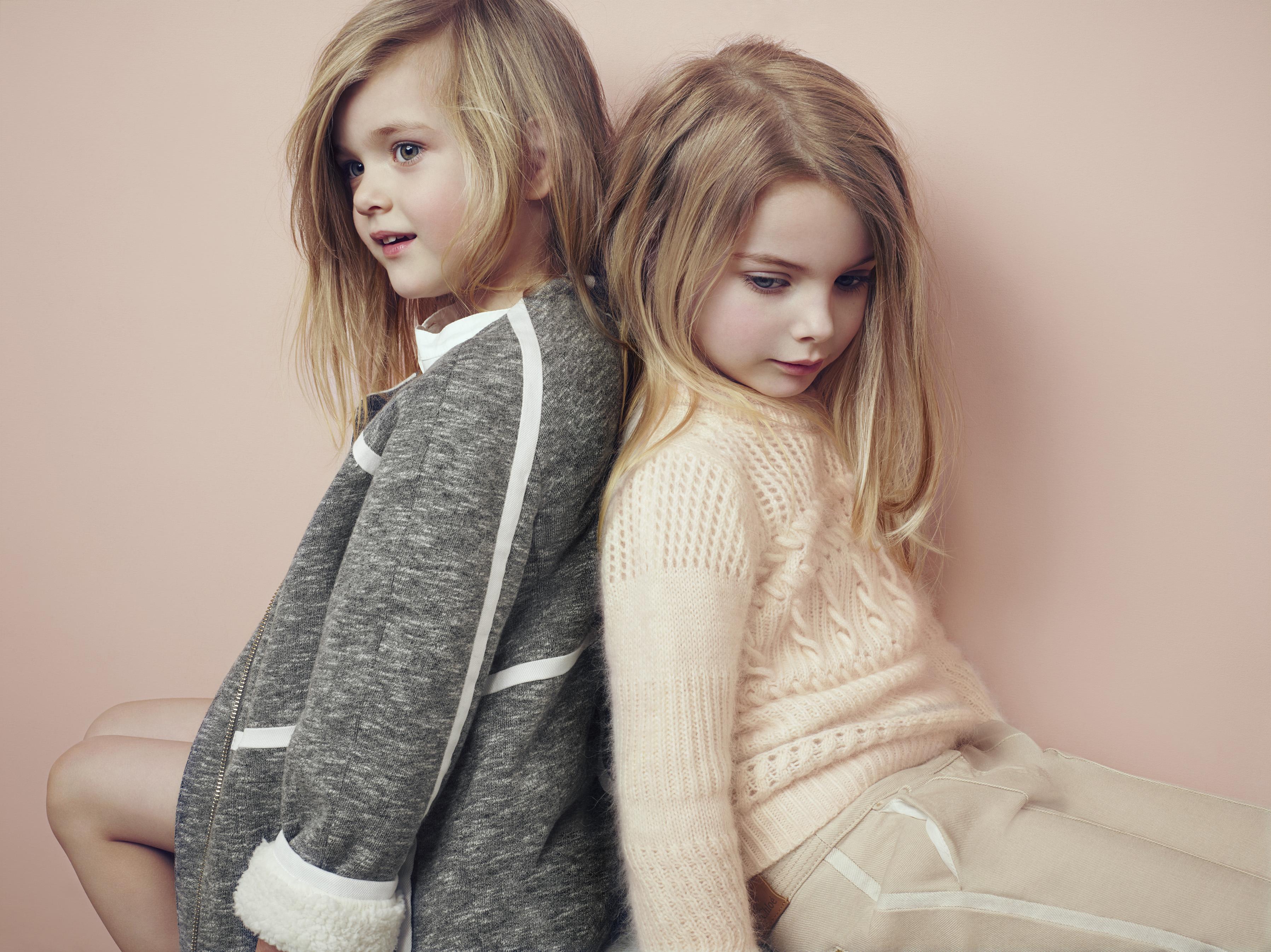 Трикотажное пальто для девочки