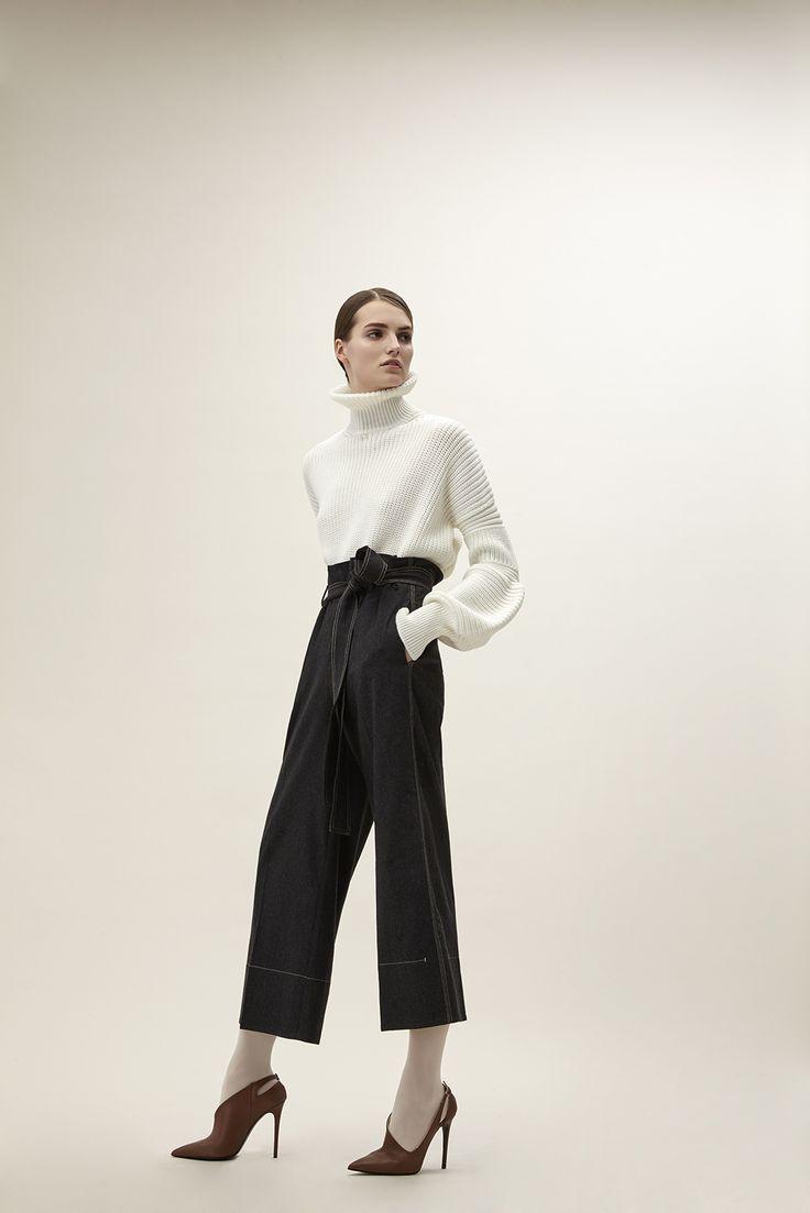 Трикотажная блузка с воротником