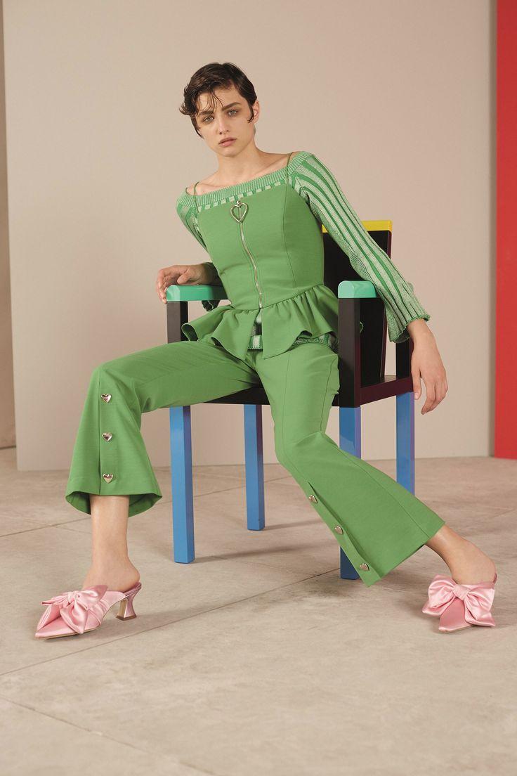 Трикотажная зеленая блузка