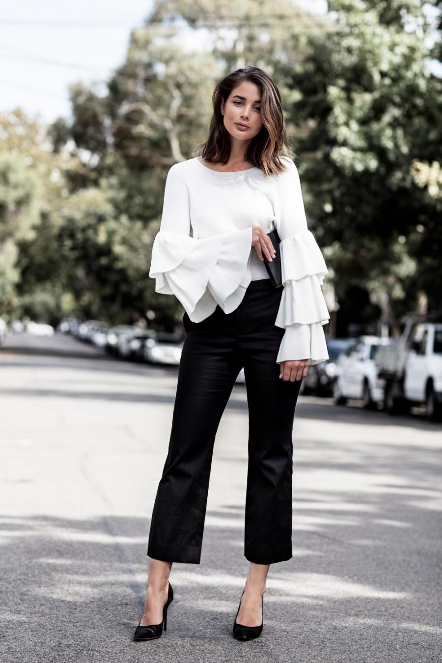 Трикотажная блузка с воланами