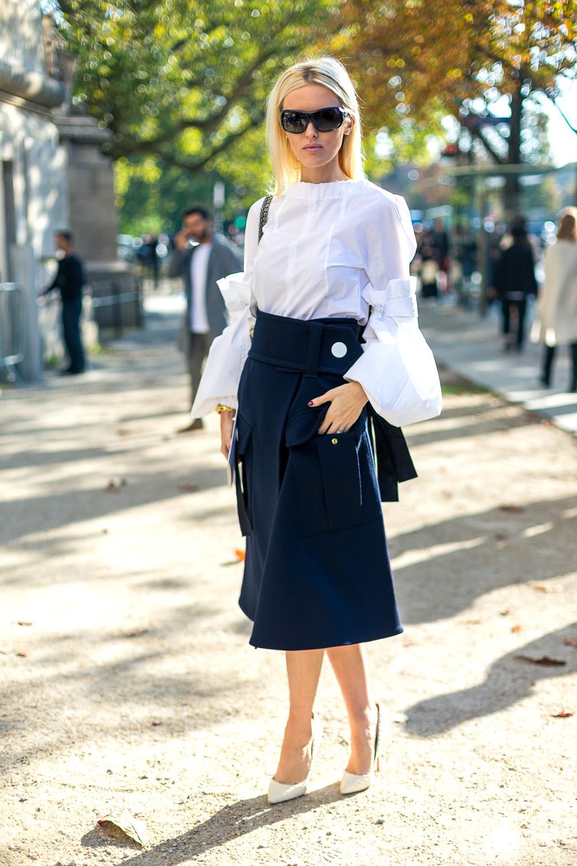 Женская белая рубашка с юбкой
