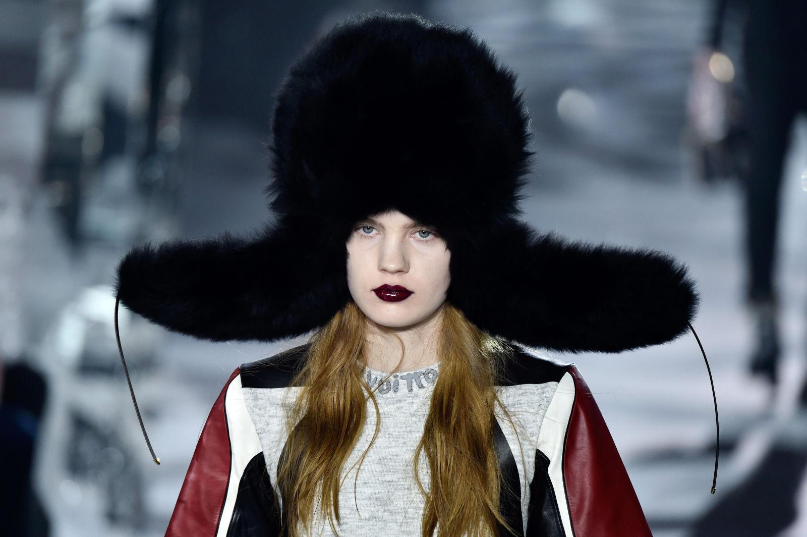 Черная шапка ушанка