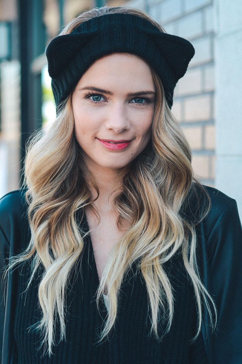 Черная шапка с ушками