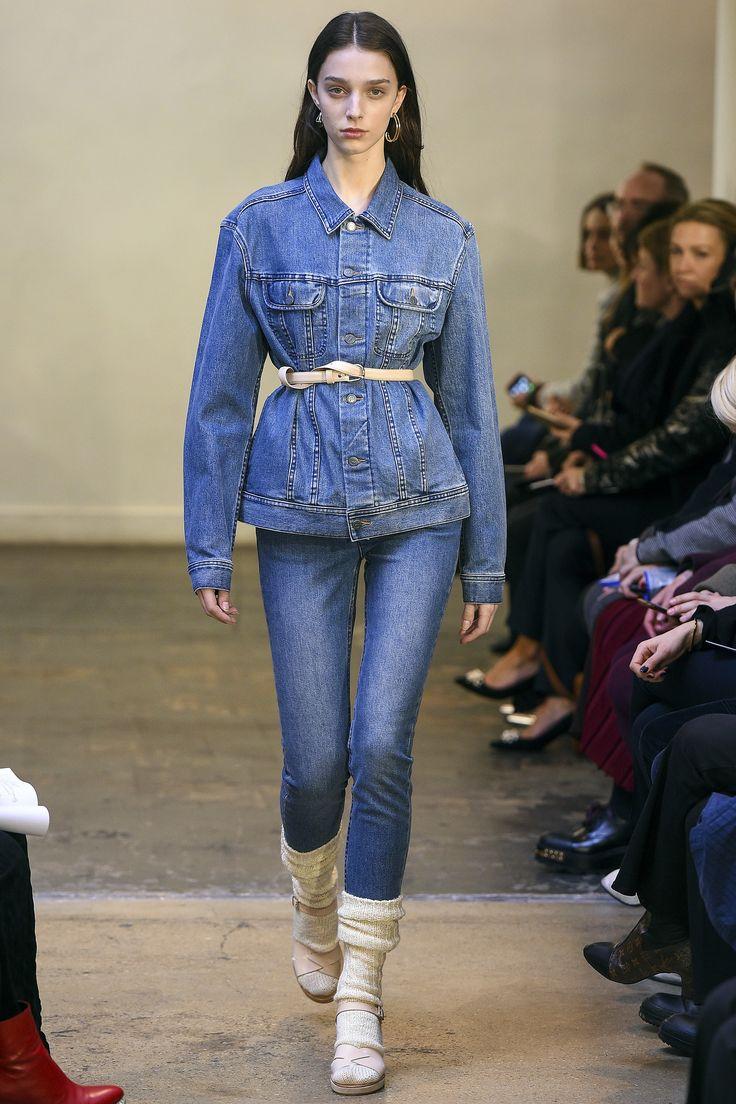 Голубые джинсы узкие