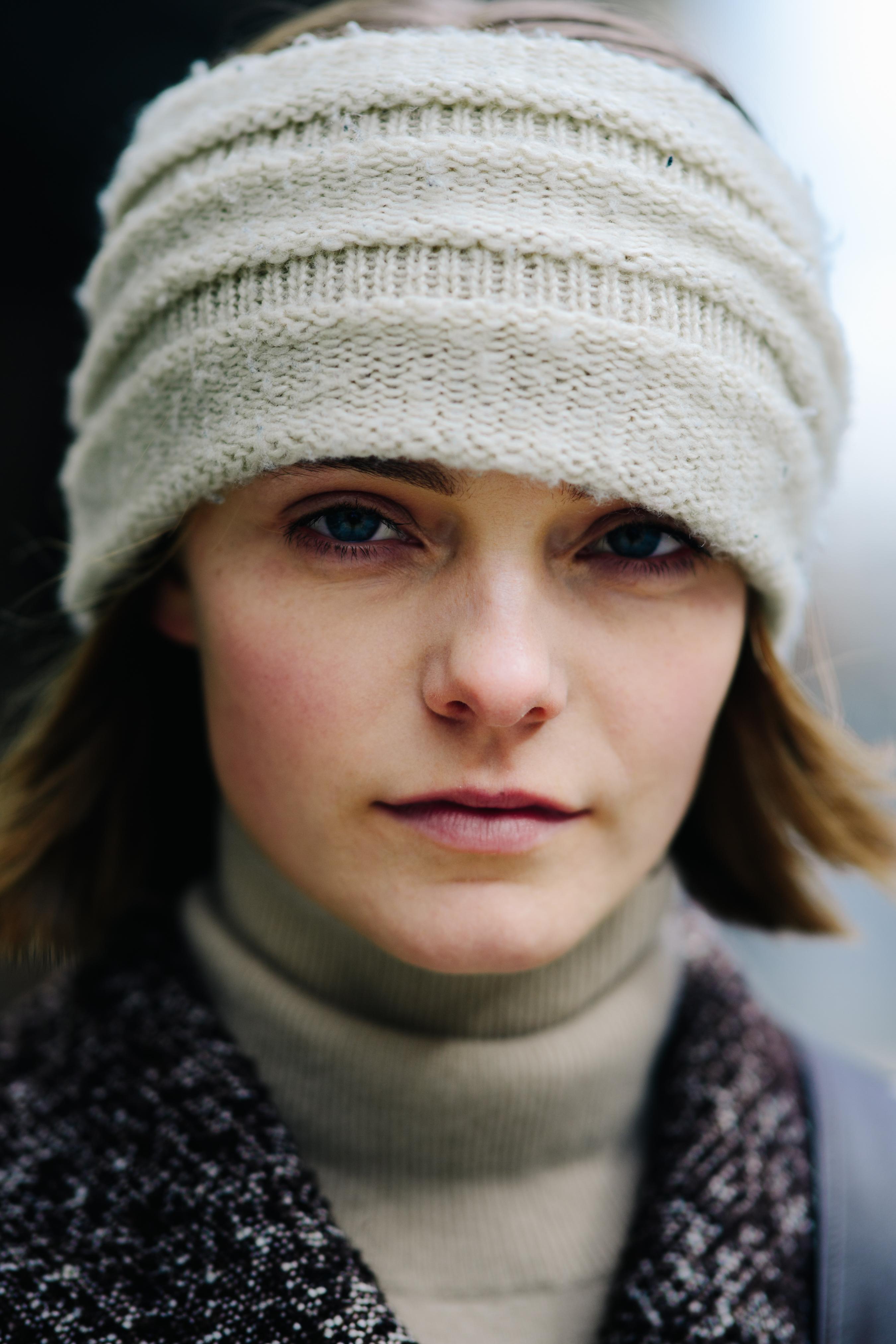 Белая шапка вязаная