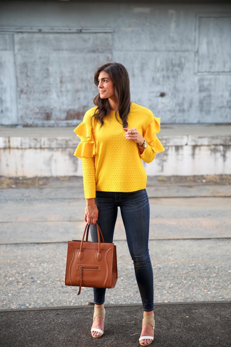 Желтая блузка с воланами