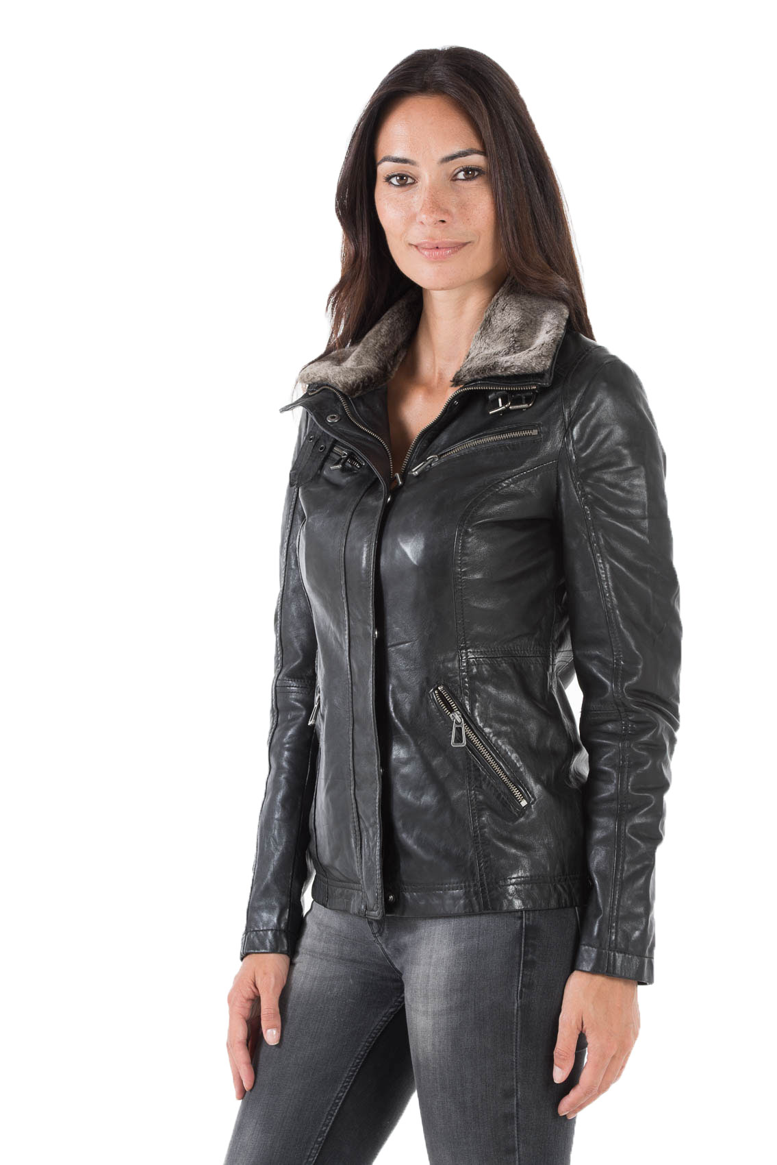 Кожаная куртка с мехом на воротнике