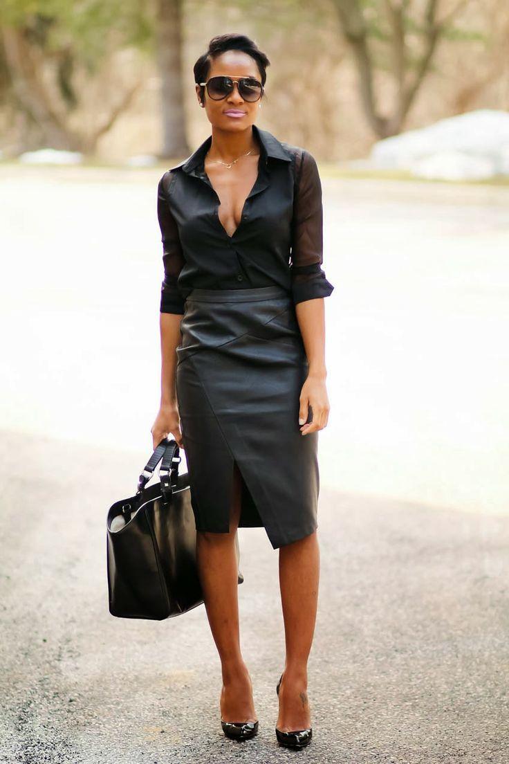 Черная рубашка женская с вырезом