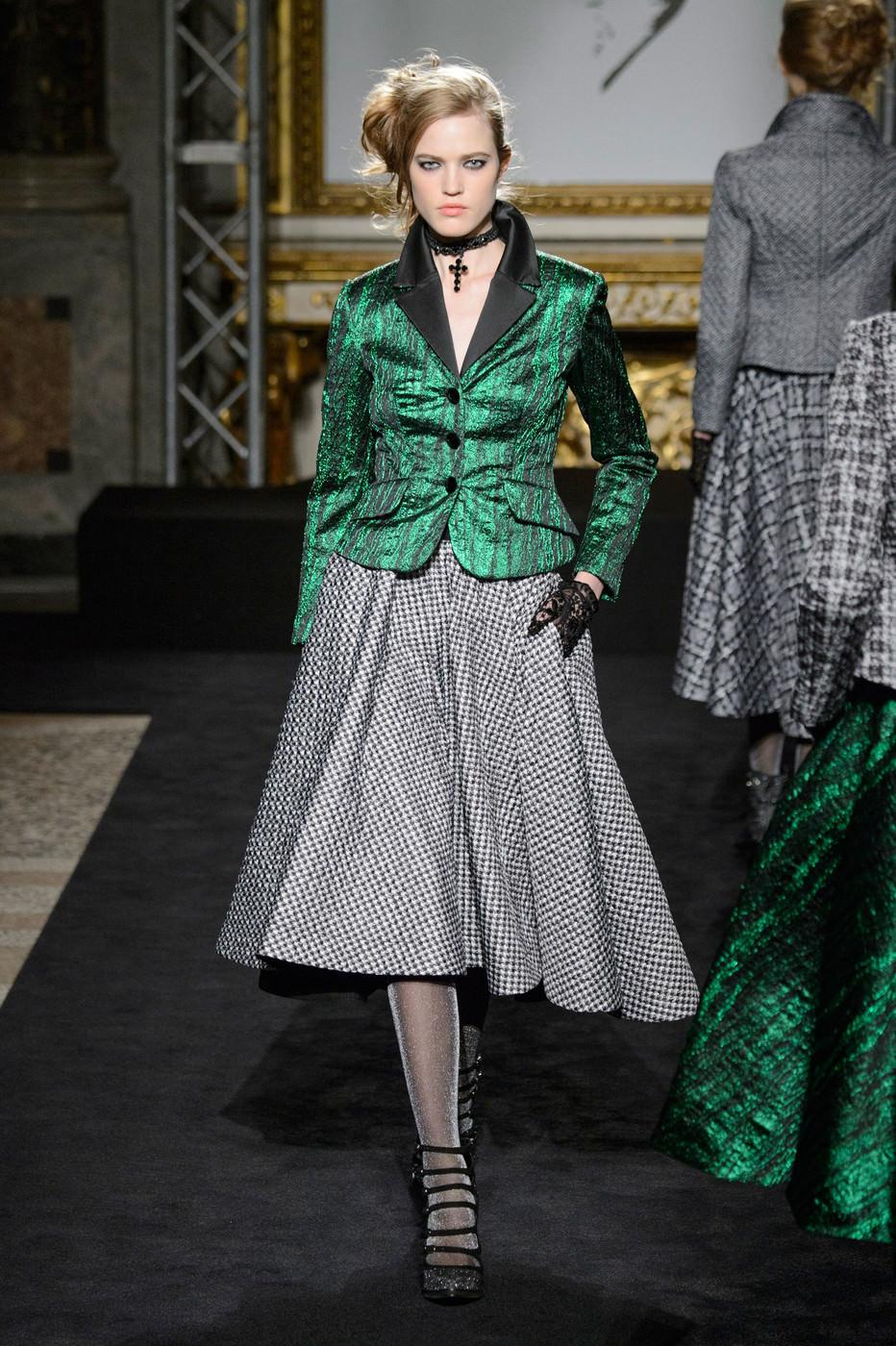 Короткий зеленый пиджак