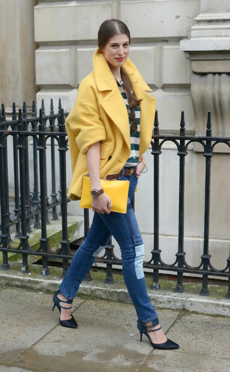 Желтое короткое пальто