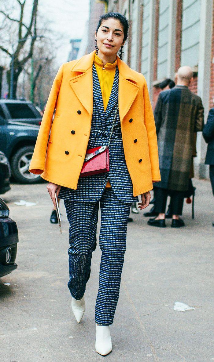 Желтое двубортное пальто