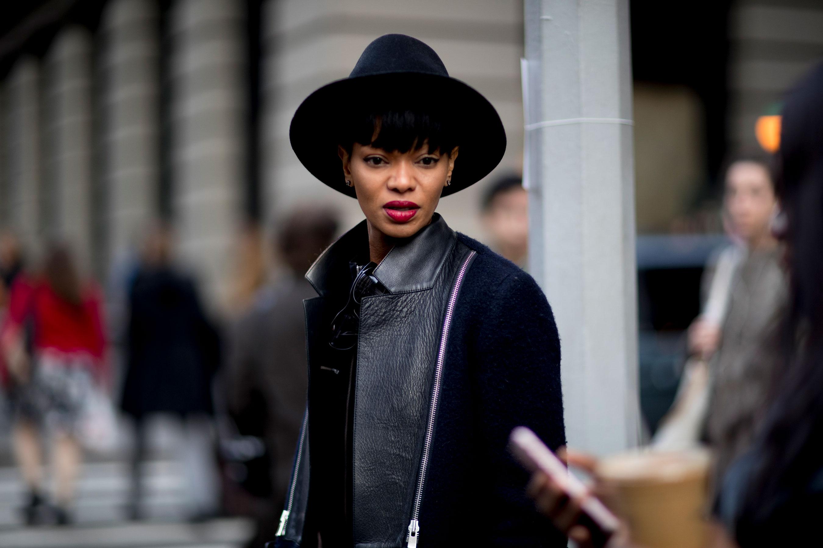 Черная шляпа женская