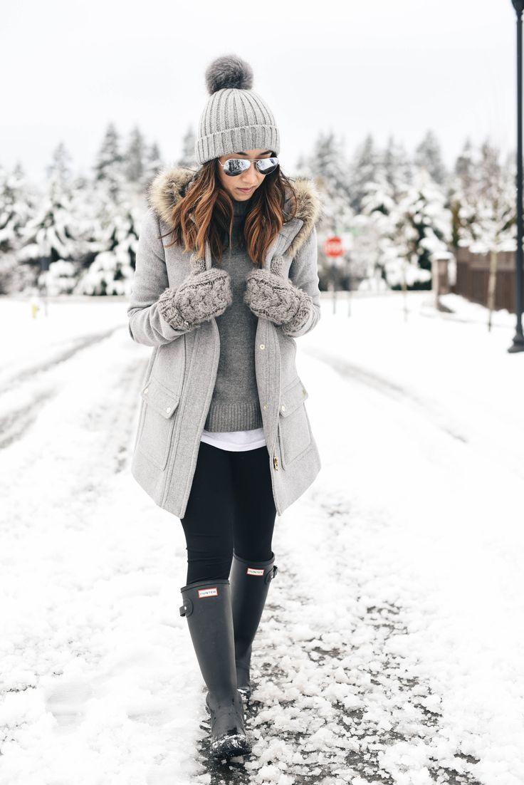Зимняя серая шапка