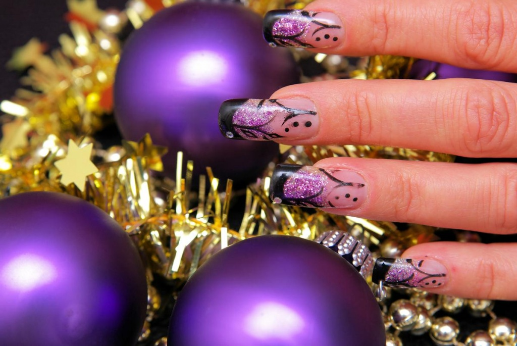 Новогодний маникюр на акриловые ногти