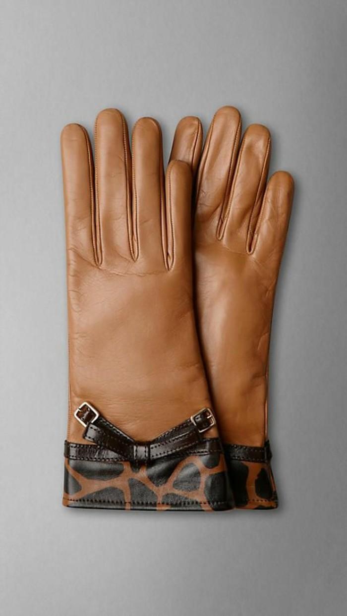 Кожаные перчатки с анималистичным принтом