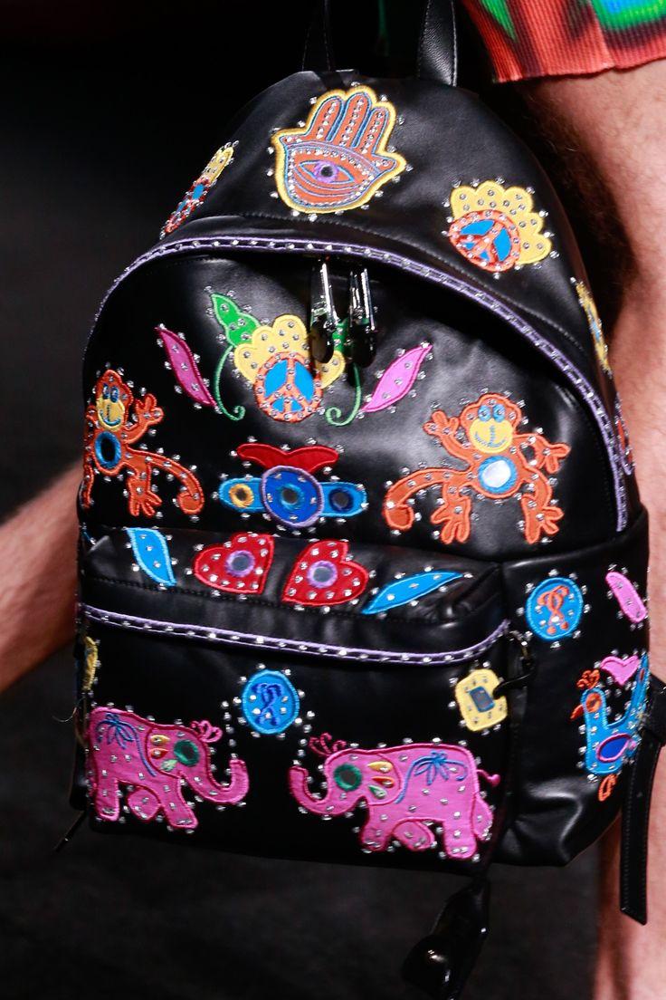 Черный рюкзак с аппликацией