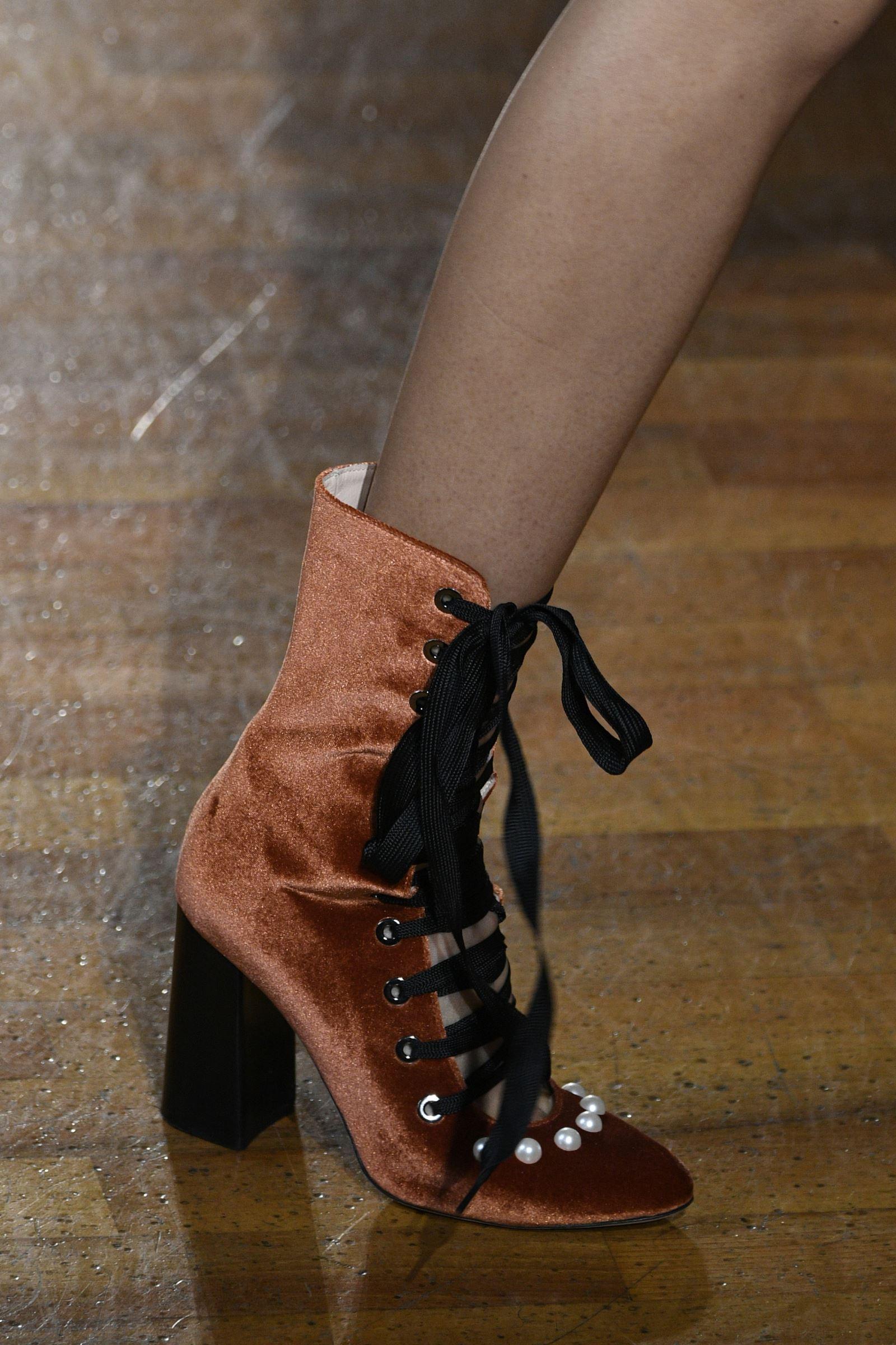 Демисезонные бархатные ботинки