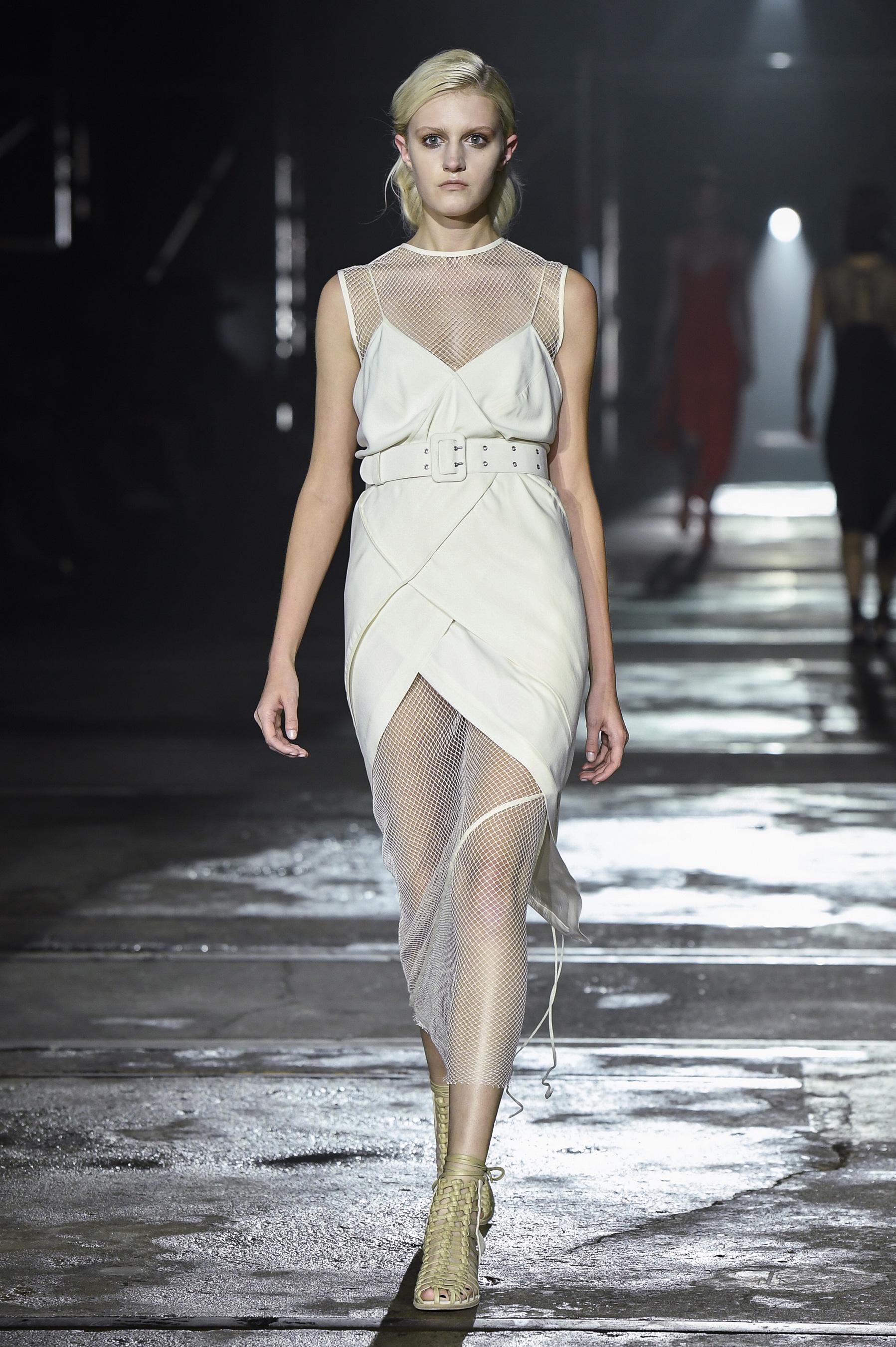 Белое платье на новый год 2018