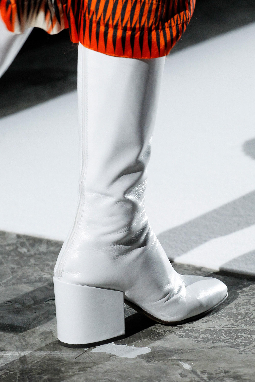 С чем носить ботфорты белые