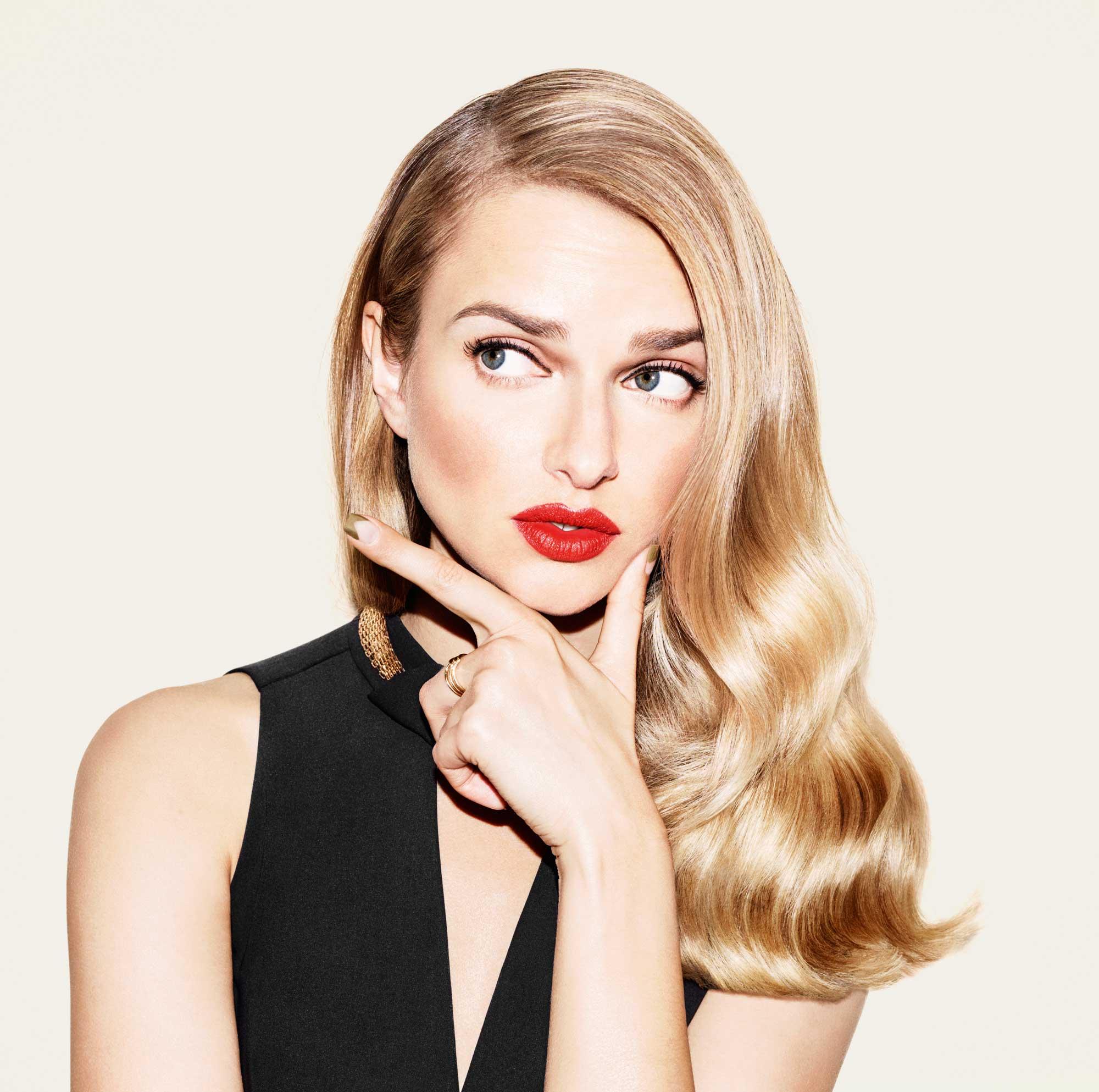 Прическа на новый год для блондинок