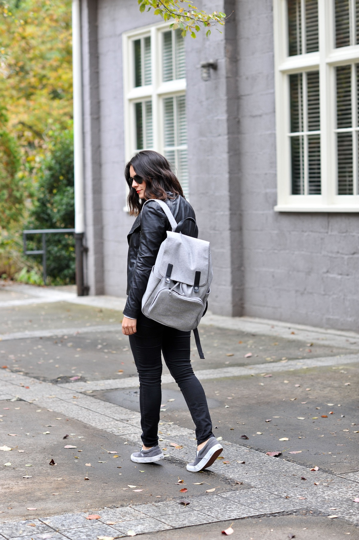 Большой серый рюкзак