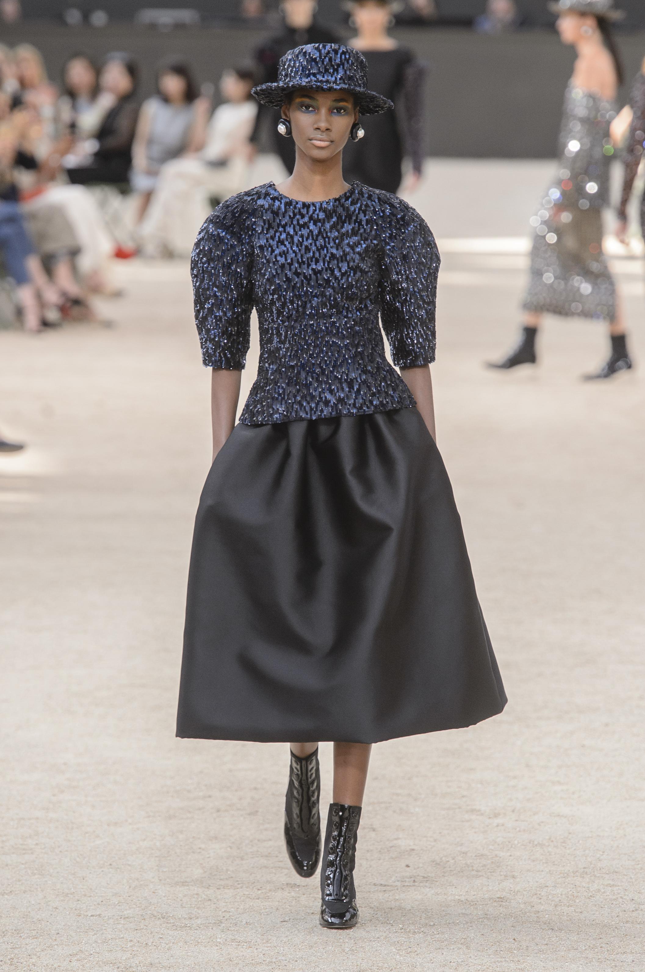 Черный костюм Шанель 2017