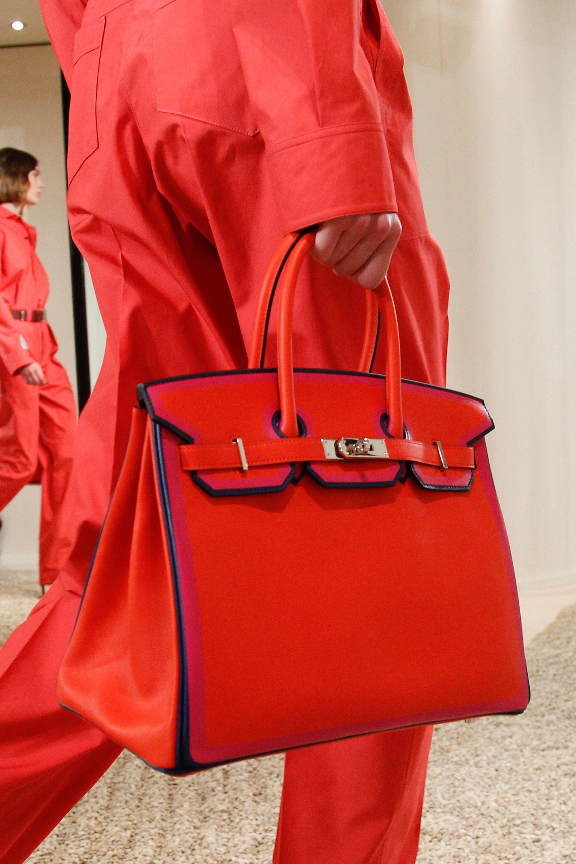 Деловая сумка красного цвета