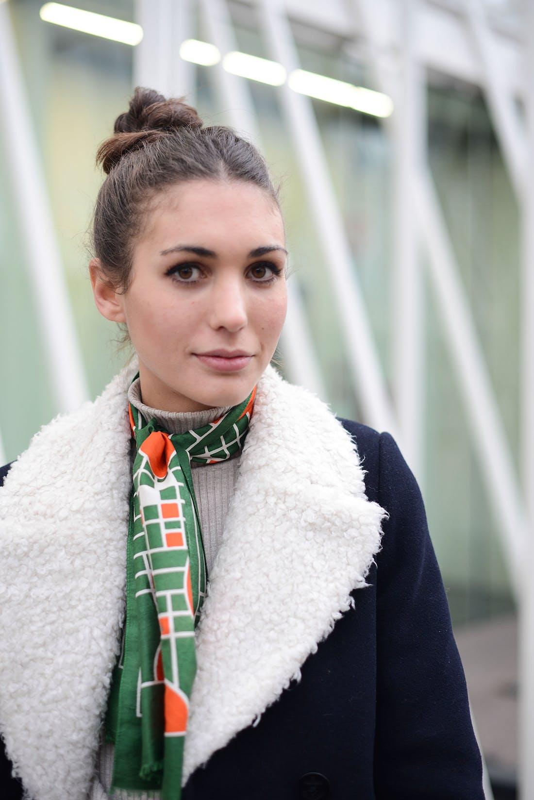 Шелковый шарф с дубленкой