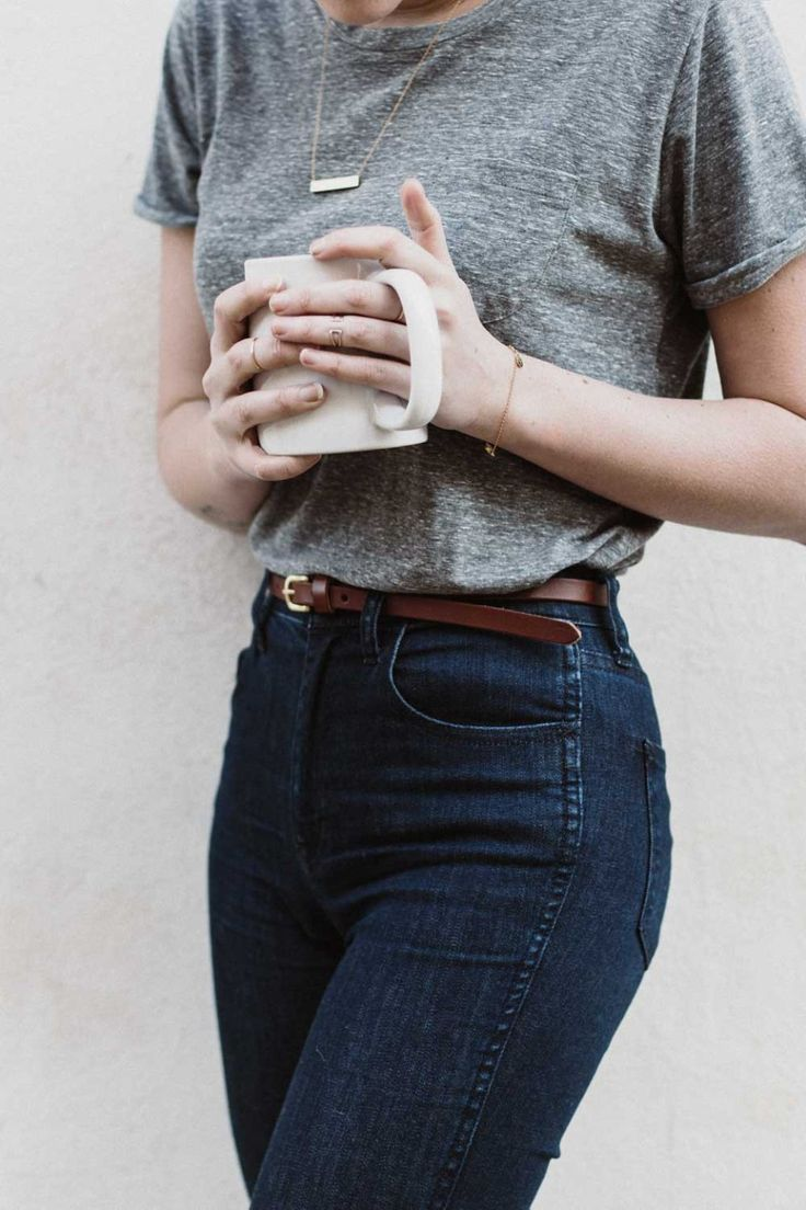 Кожаный ремень с джинсами