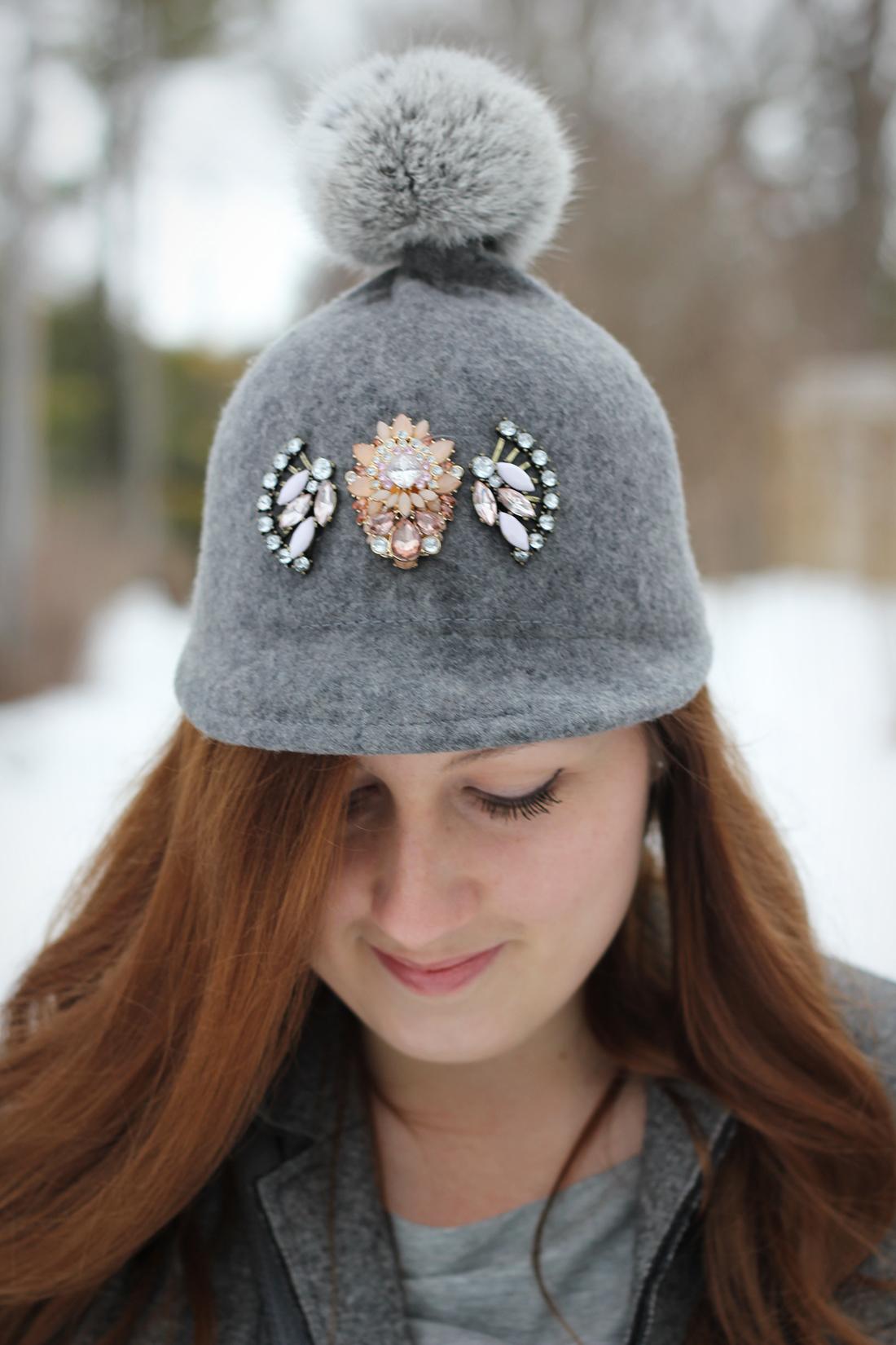 Фетровая шапка с помпоном