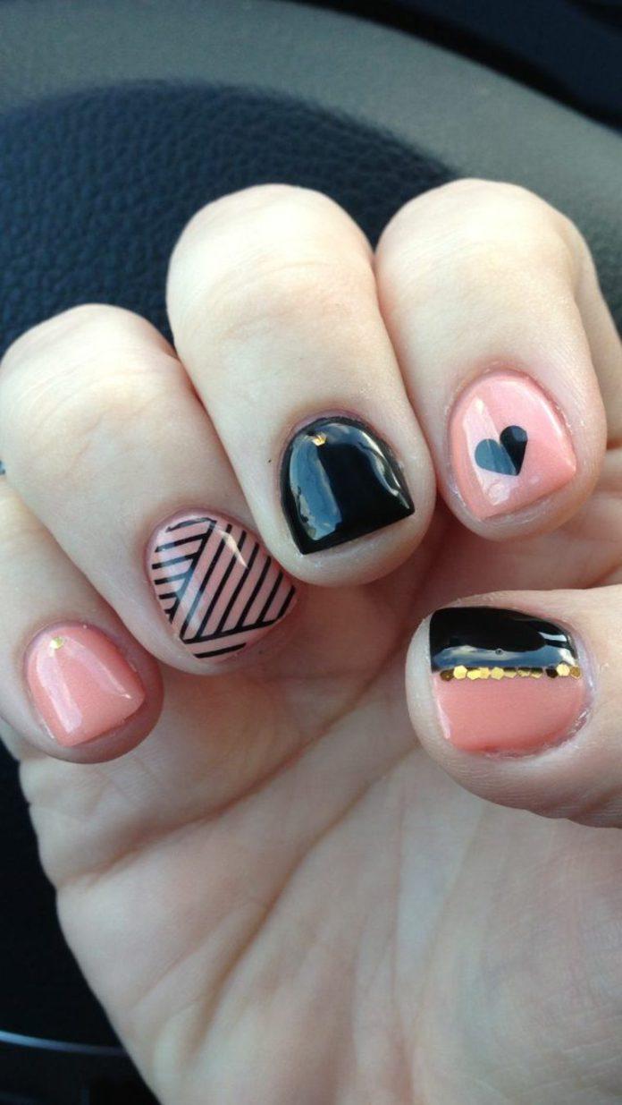 Маникюр на короткие ногти геометрический