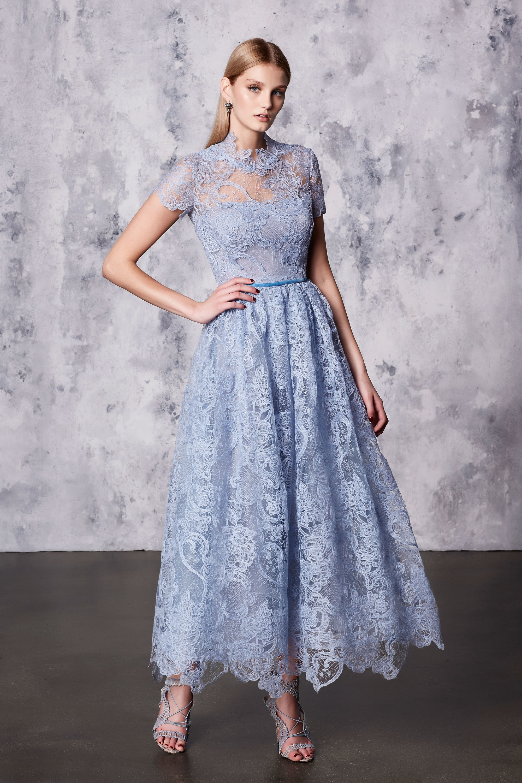 Голубое кружевное платье на новый год 2018