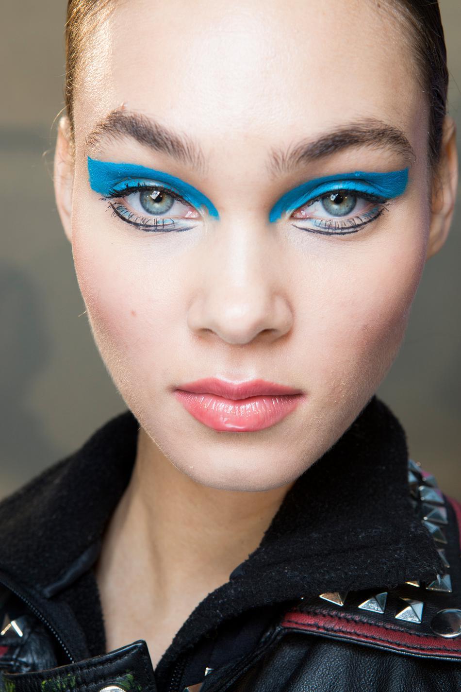 Голубой макияж на новый год 2018
