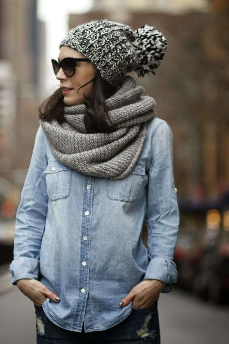 Вязаный серый шарф хомут