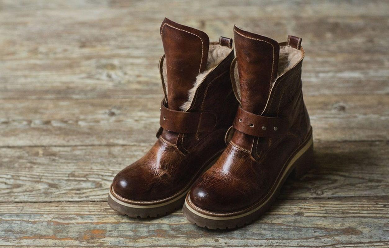 Ботинки с мехом в ковбойском стиле