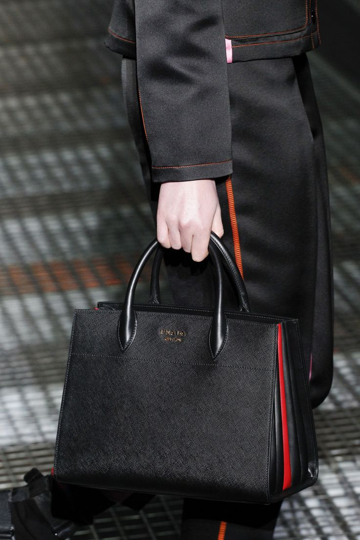 Деловая сумка из кожи
