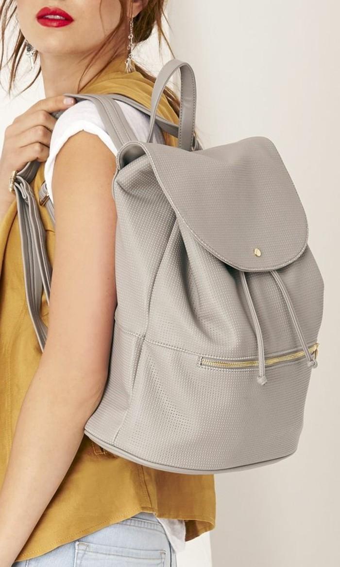 Серый рюкзак из кожи