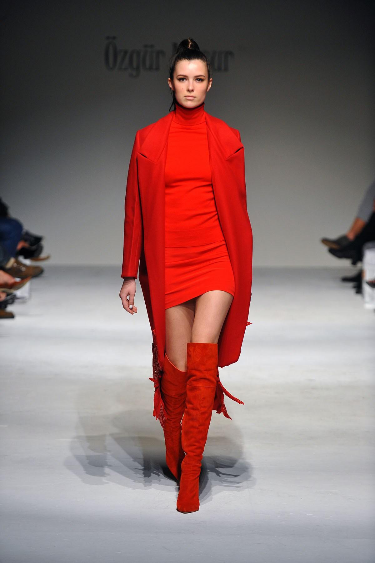 С чем носить ботфорты красные