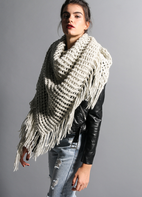 Вязаный шарф с курткой