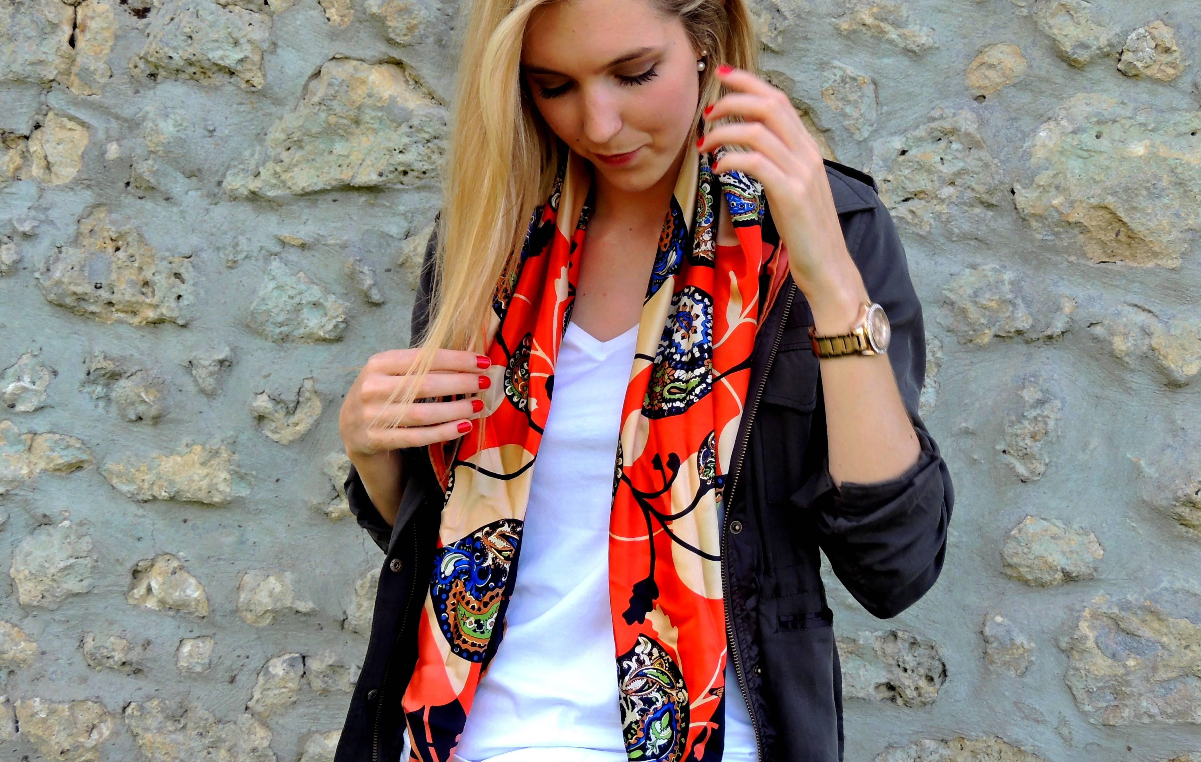 Шелковый шарф с курткой
