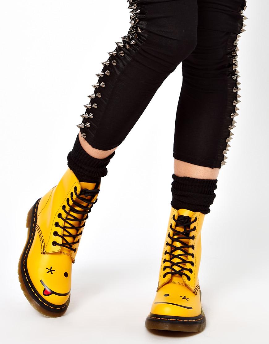 Лаковые желтые ботинки с рисунком