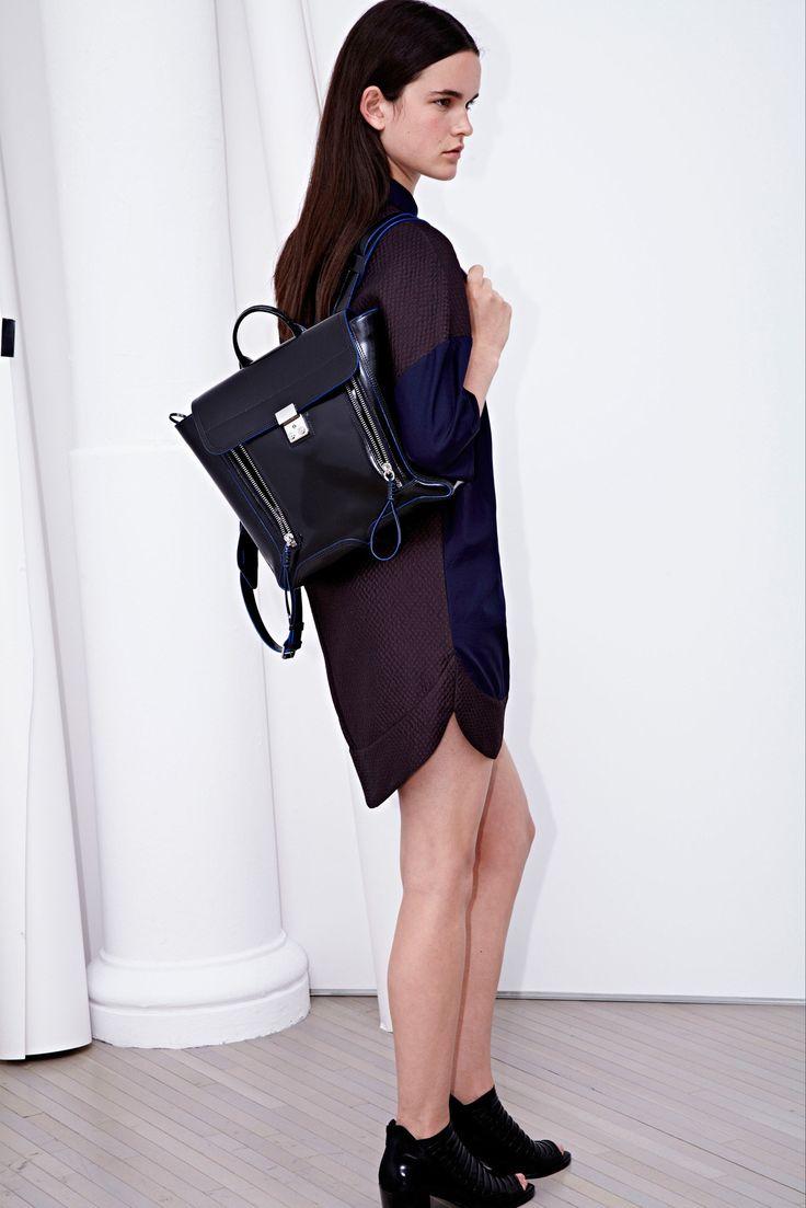 Черный лаковый рюкзак