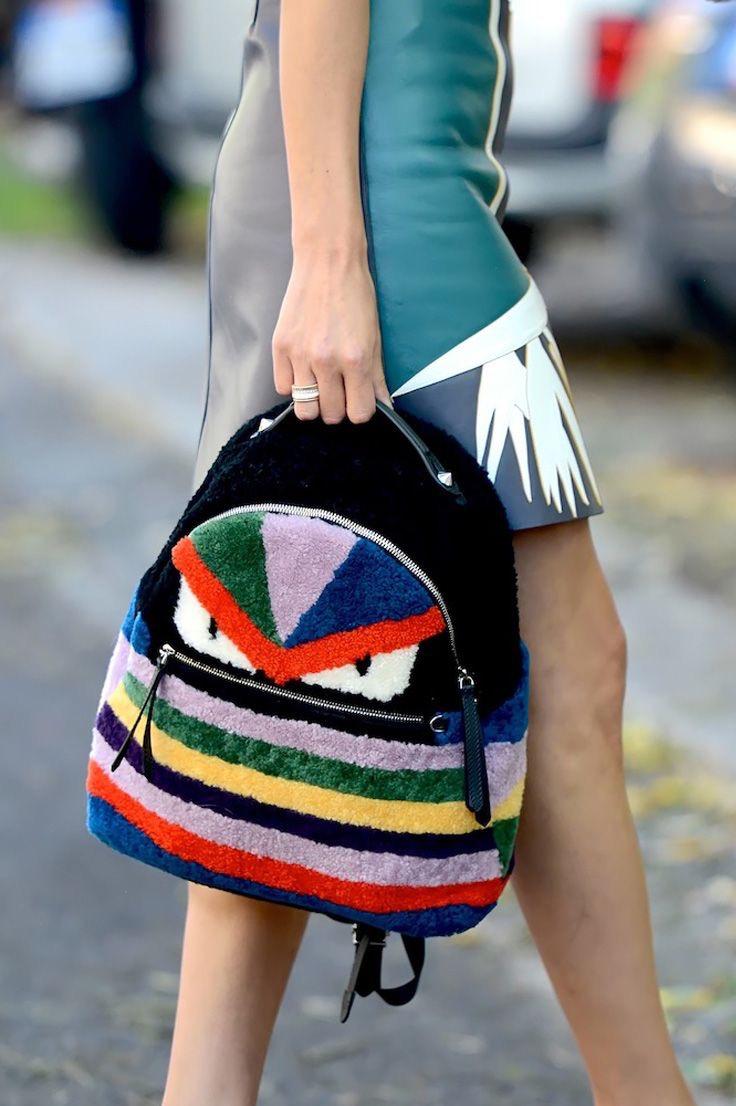 Черный рюкзак с мехом