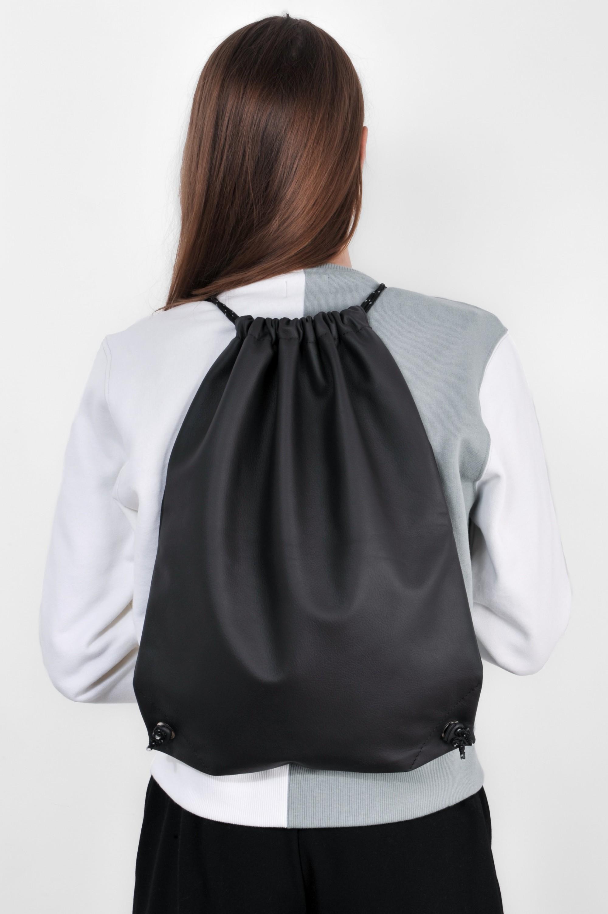 Черный рюкзак мешок