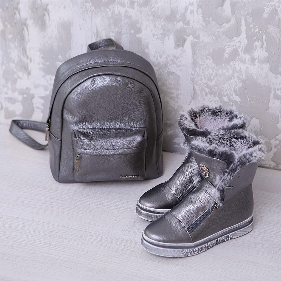 Серый рюкзак из металлизированной кожи