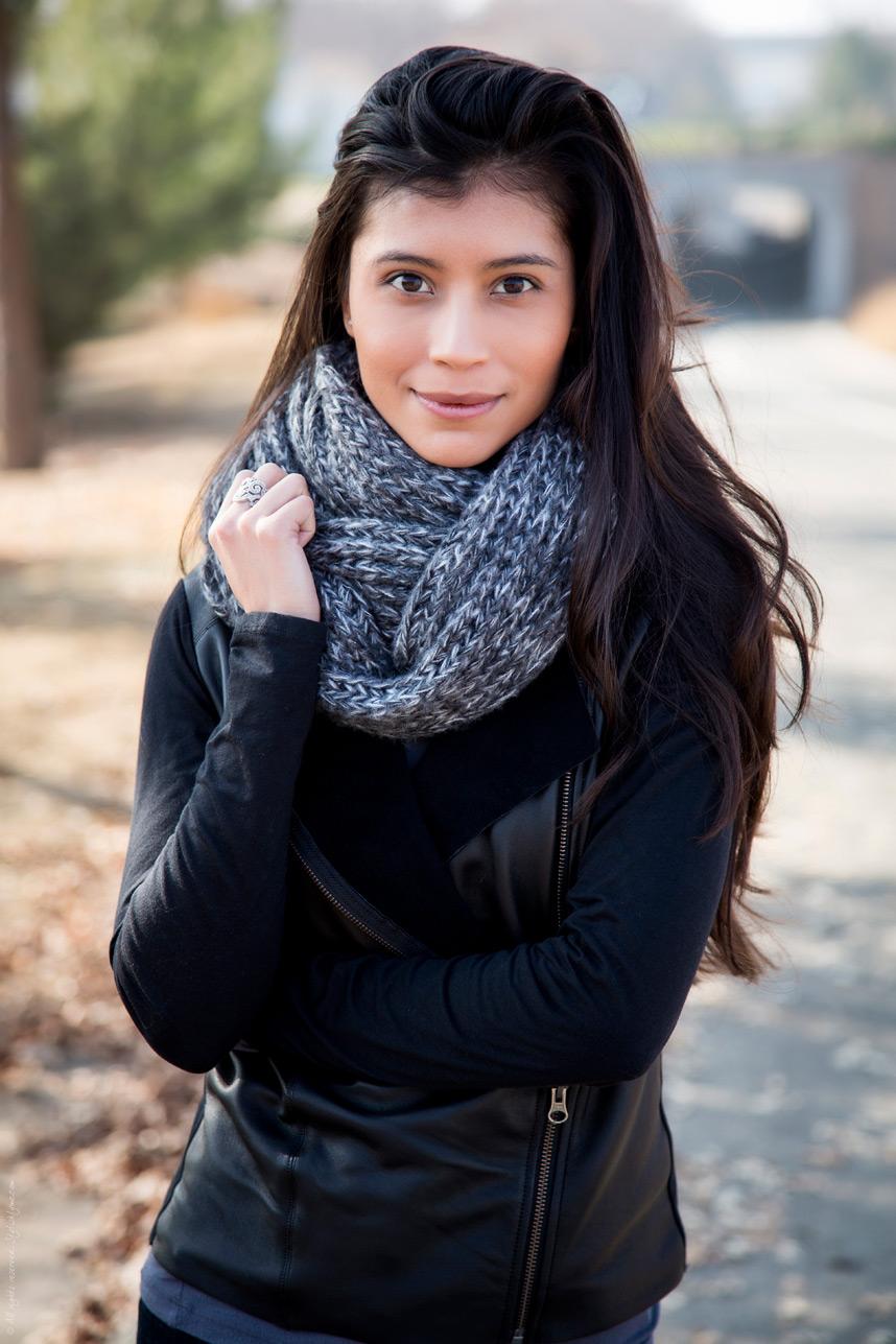 Вязаный шарф монохромный