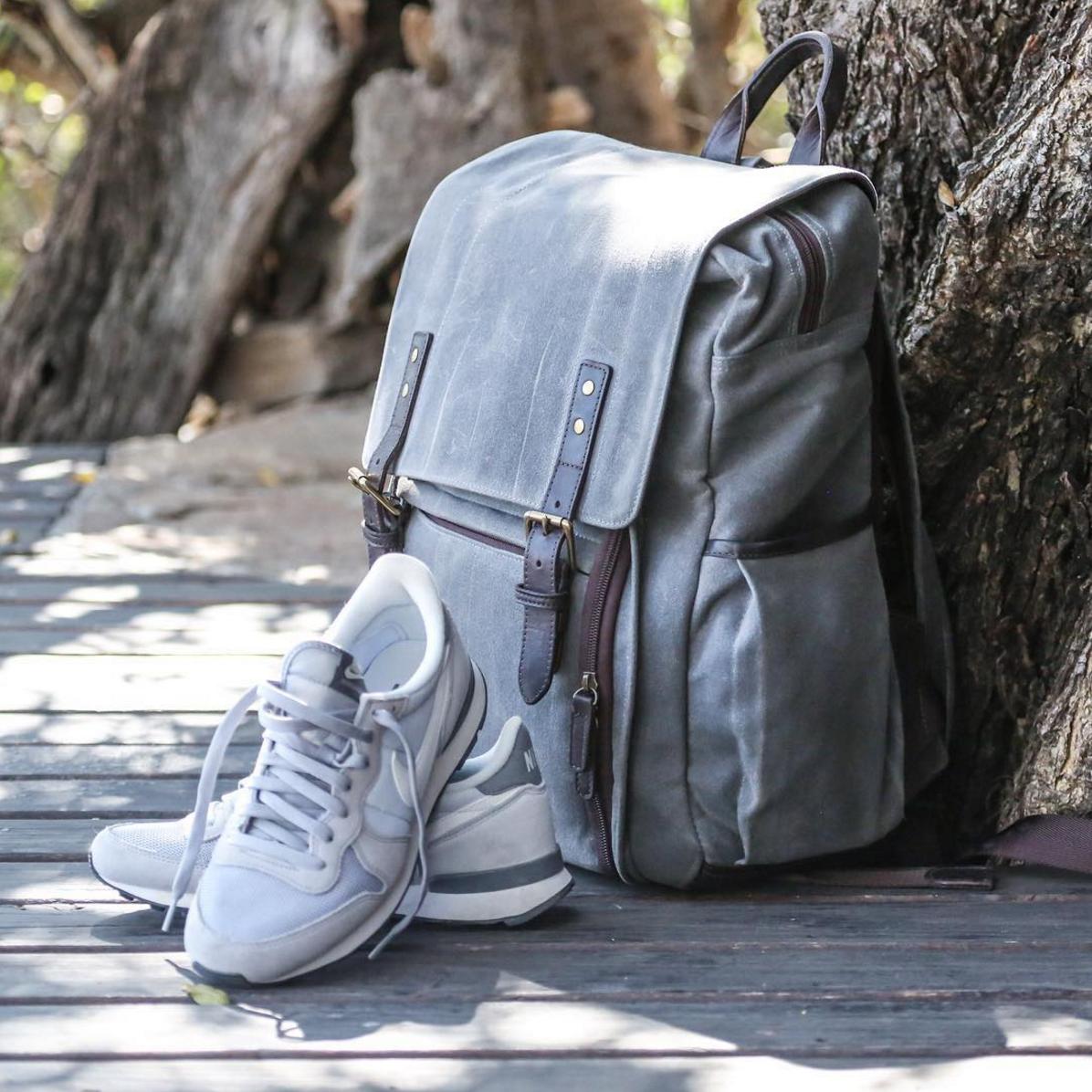 Серый рюкзак небольшой